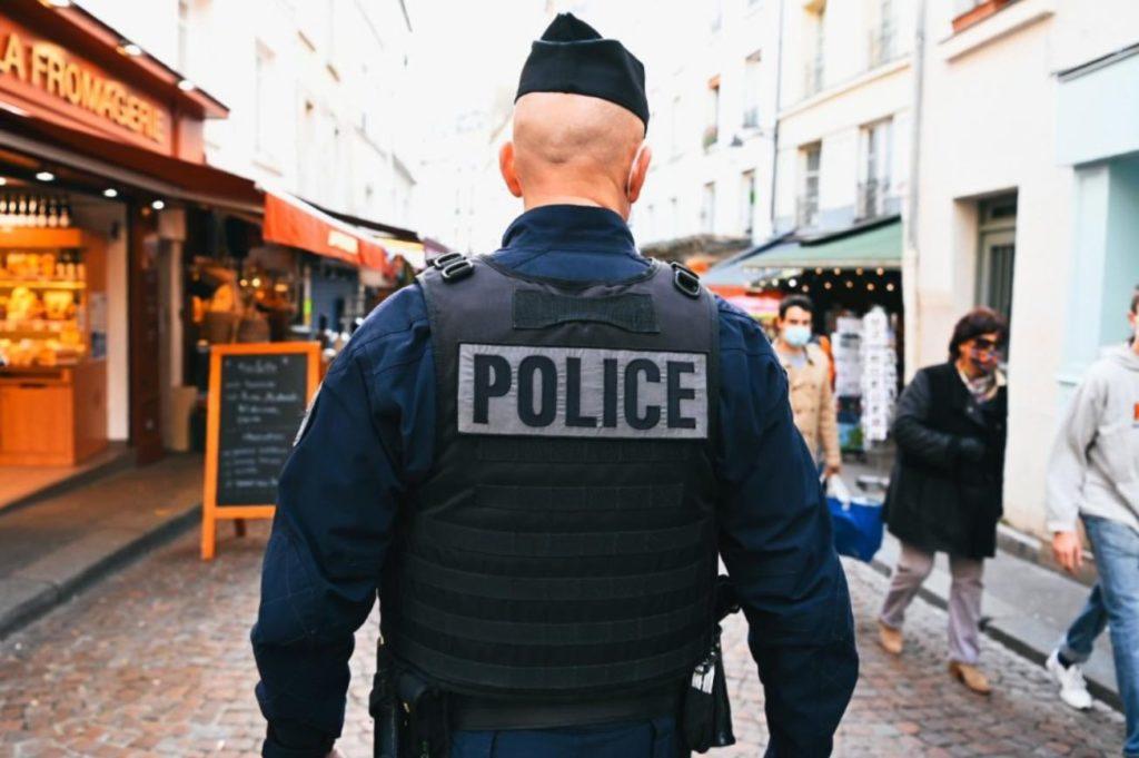 Paris : un policier a abattu un homme, disant qu'il avait été agressé au couteau