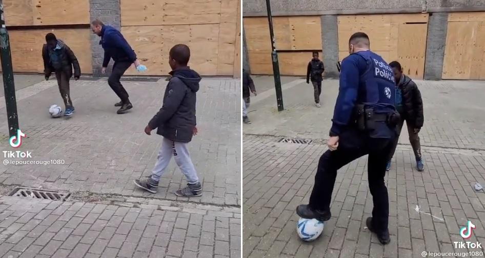 police jouant avec des jeunes au football Bruxelles