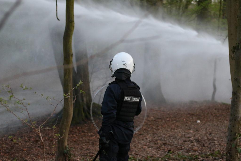 La police est intervenue ce 1er avril au rassemblement au bois de la Cambre à Bruxelles - Photos N.K.