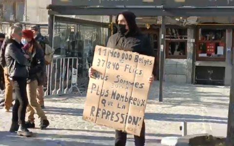 manifestation liège slogan anti flics répression policière crise sanitaire violences police