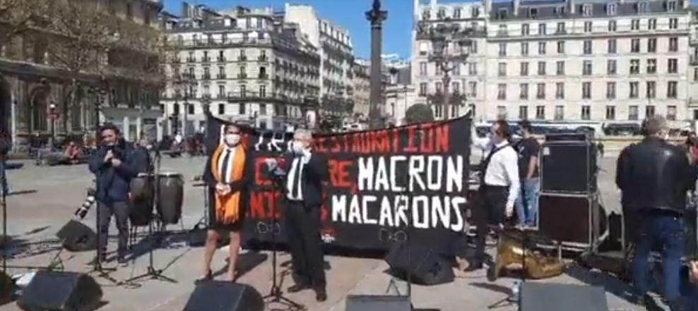 rassemblement des artistes et intermittents du spectacle devant hotel de ville Paris France covid