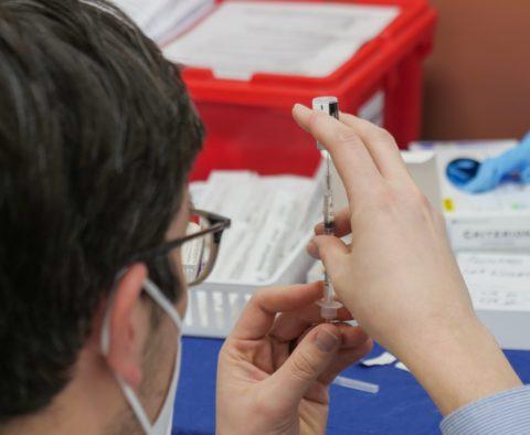 vaccin covid johnson & johnson thromboses morts patients AstraZeneca caillots sanguins