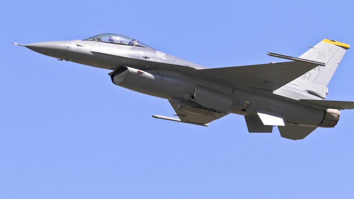 Vol d'un F-16 au-dessus de la périphérie bruxelloise.