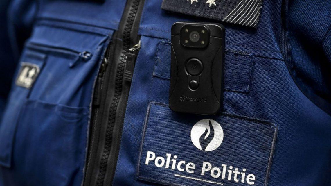 Bodycam sur uniforme de police