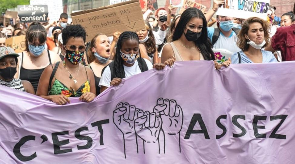 """""""C'est assez"""" - Stop aux violences faites aux femmes"""