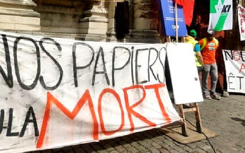 """Grévistes sans-papiers """"Nos papiers ou la mort."""