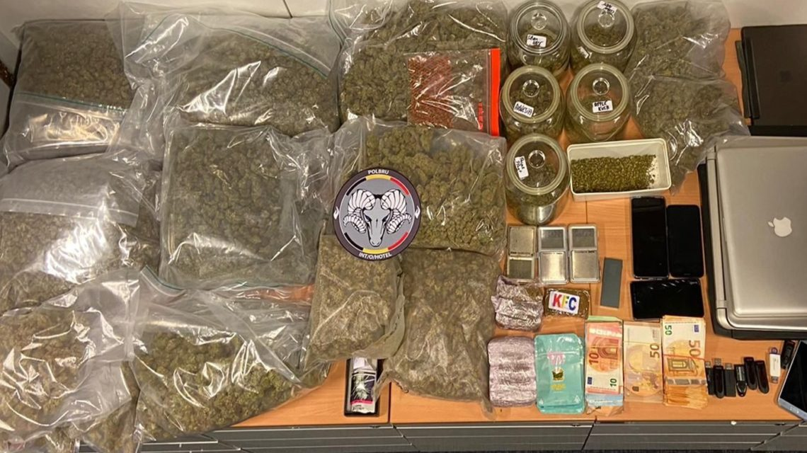 Saisie de 19 000 euros, 8,5 kg de cannabis, 900 grammes de résine de cannabis.